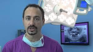 Materiali di qualità e staff preparato per un impianto dentale da numeri 1